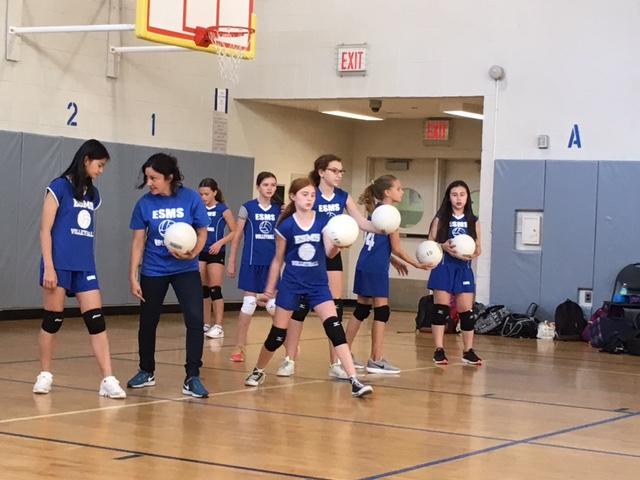 girls volleyball team, 2018, practicing