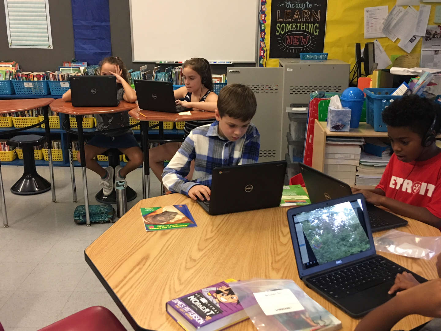 Gr.4 Parnther/McNamee - Students using their new chrome books!