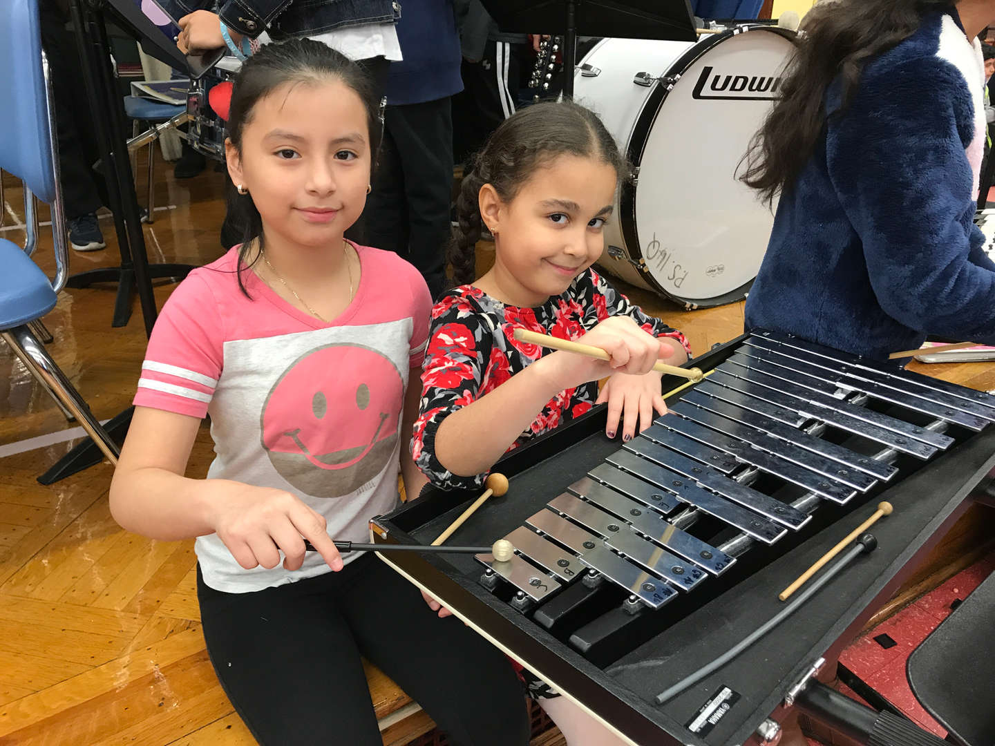 2 girls playing the keyboard in music
