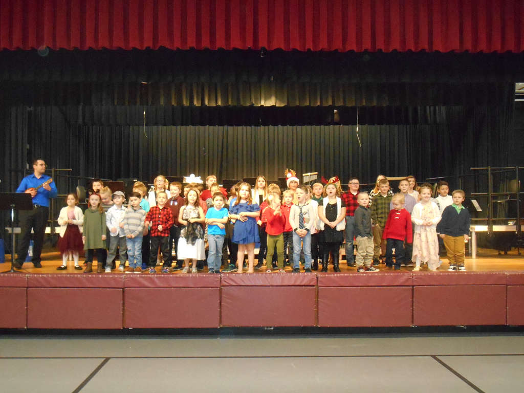 Kindergarten through fourth grade group in primary concert