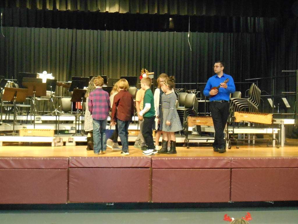 Grade 1 students sing and dance in primary concert