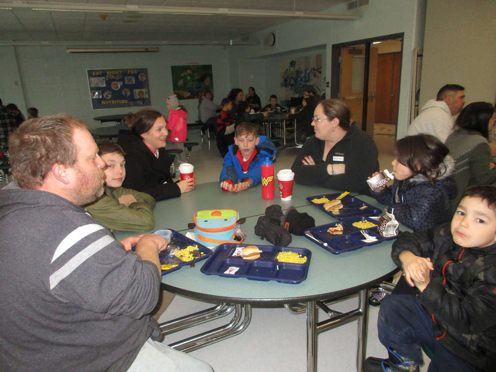 Parents and students eating lunch