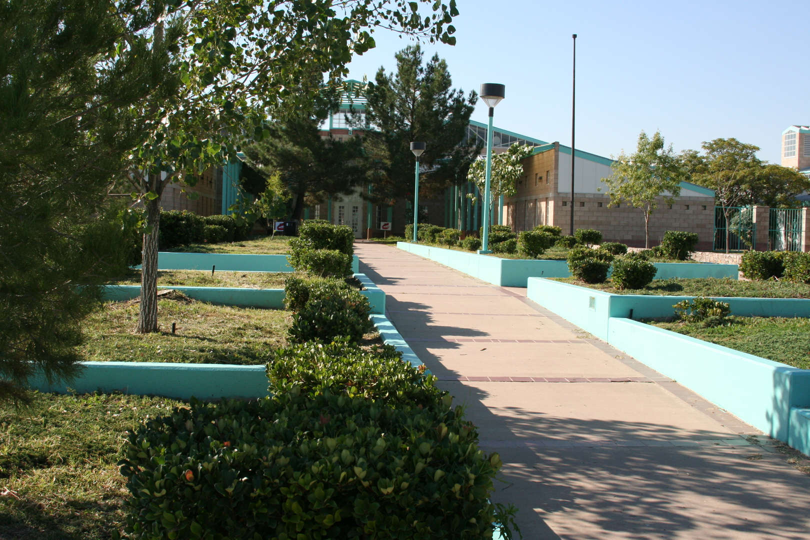 Sunland Park Elementary front fascade and landscape