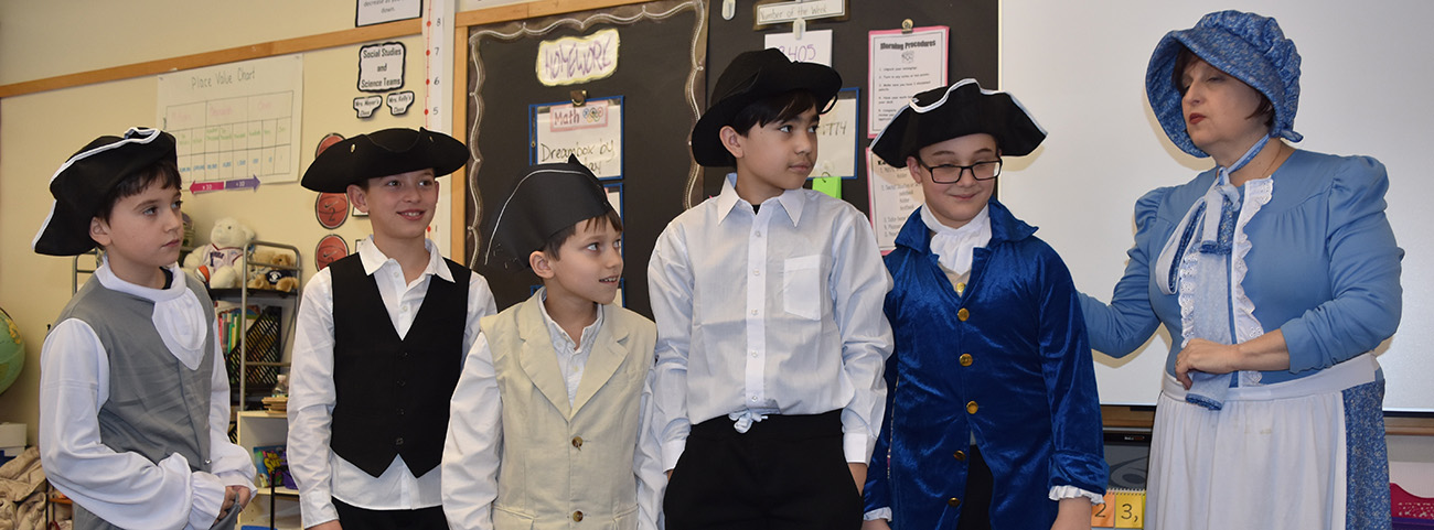 4th Grade celebrates colonial day.