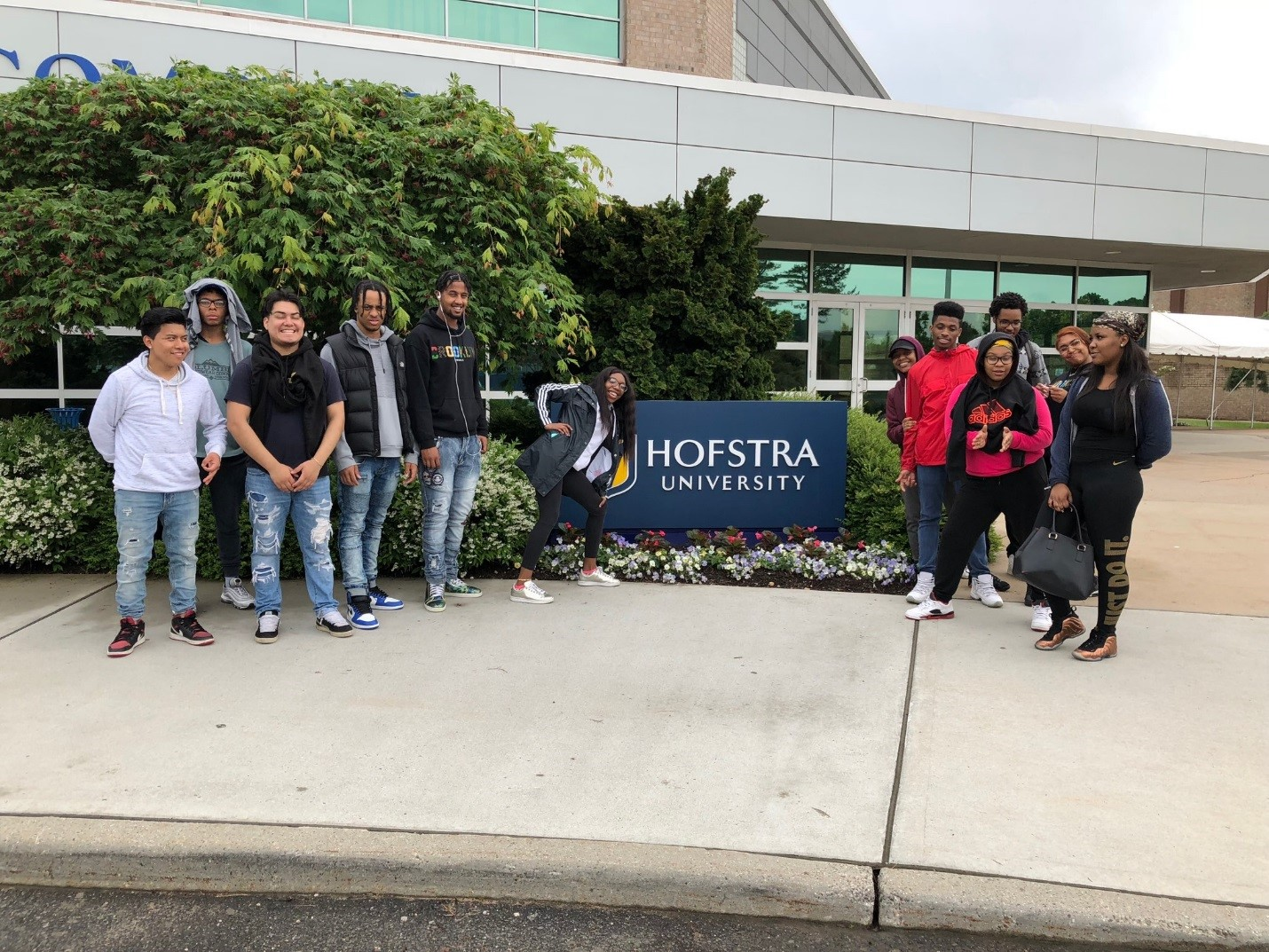 Students on their college trip to Hofstra University