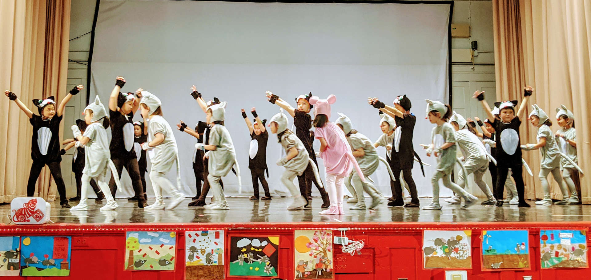 Children performing at and mouse dance.