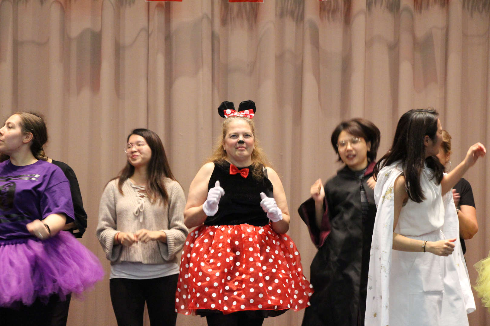 Minnie Mouse busting a move!
