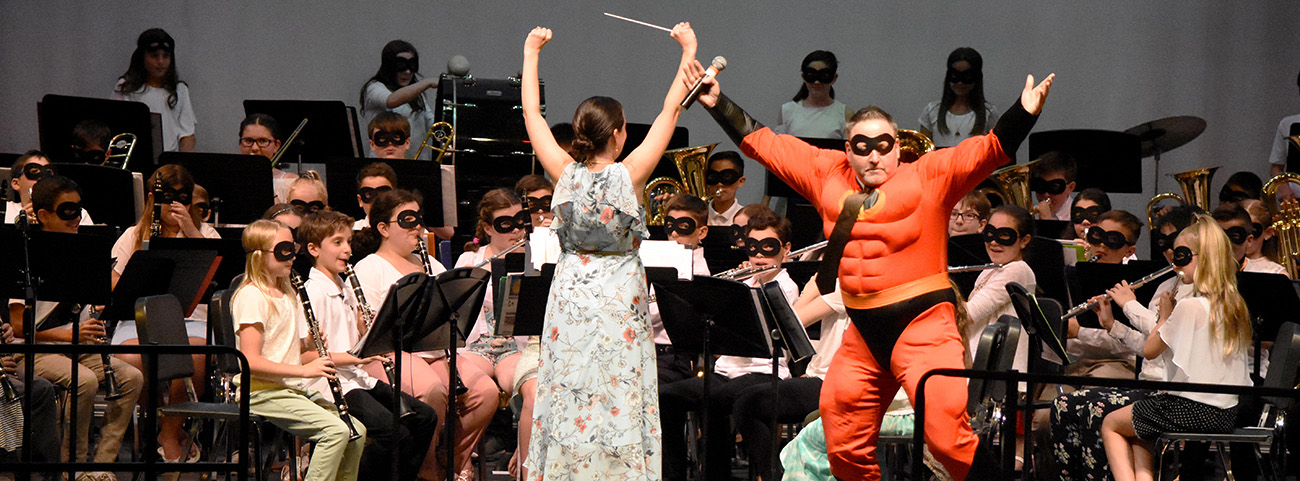 Mr. Incredible jumps on stage with band