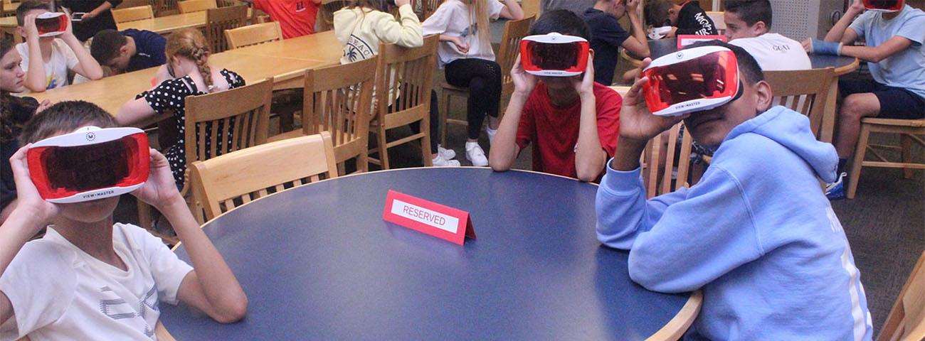 Students learn about 911 using virtual reality.