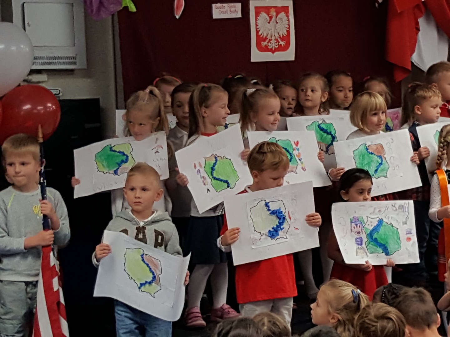 Polish Bilingual Celebration with students singing