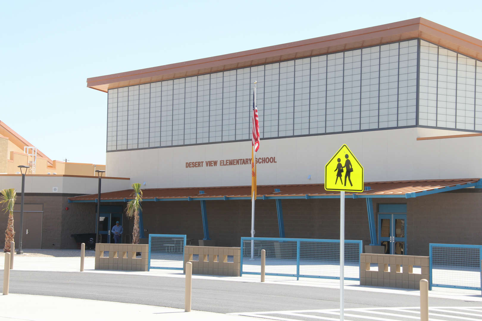 Desert View Elementary front fascade img