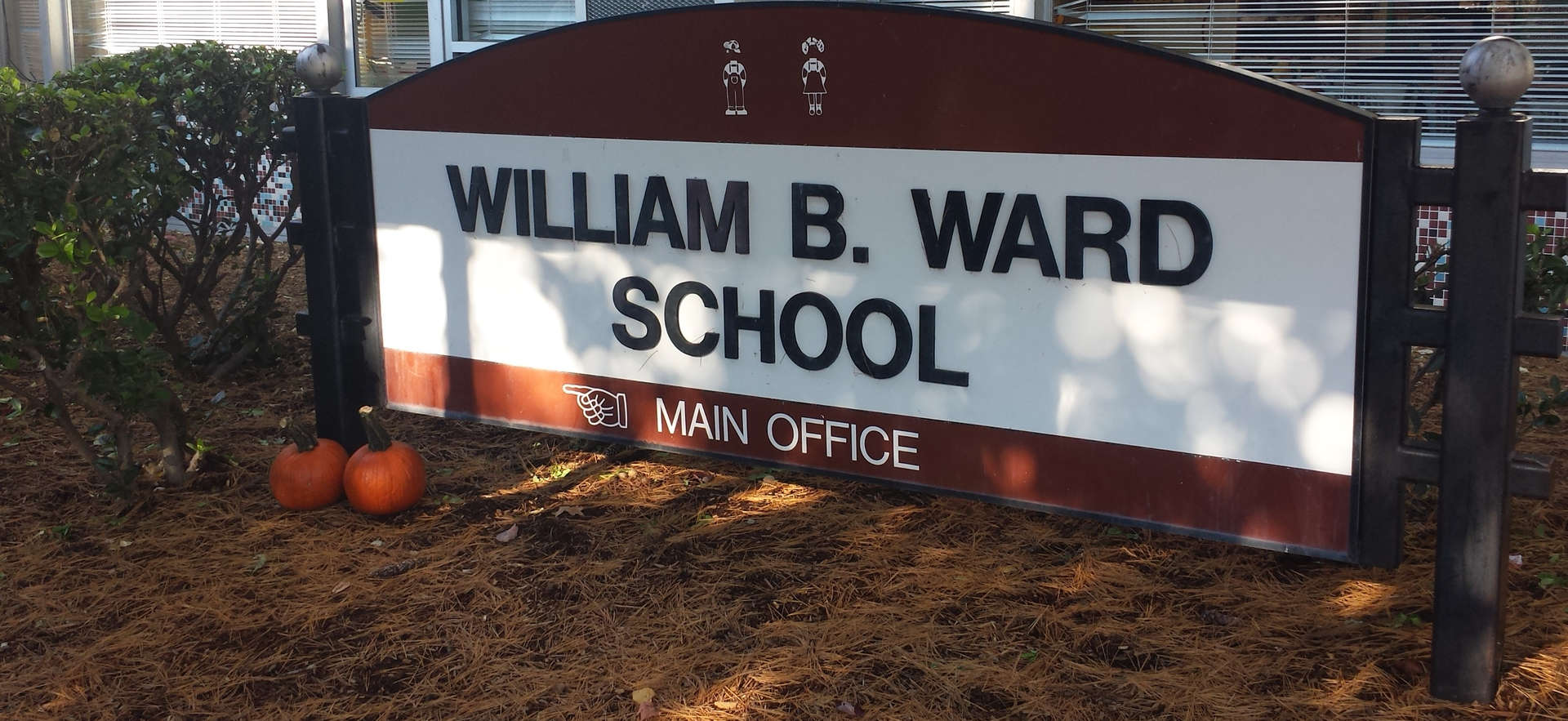 Ward School Welcome Sign