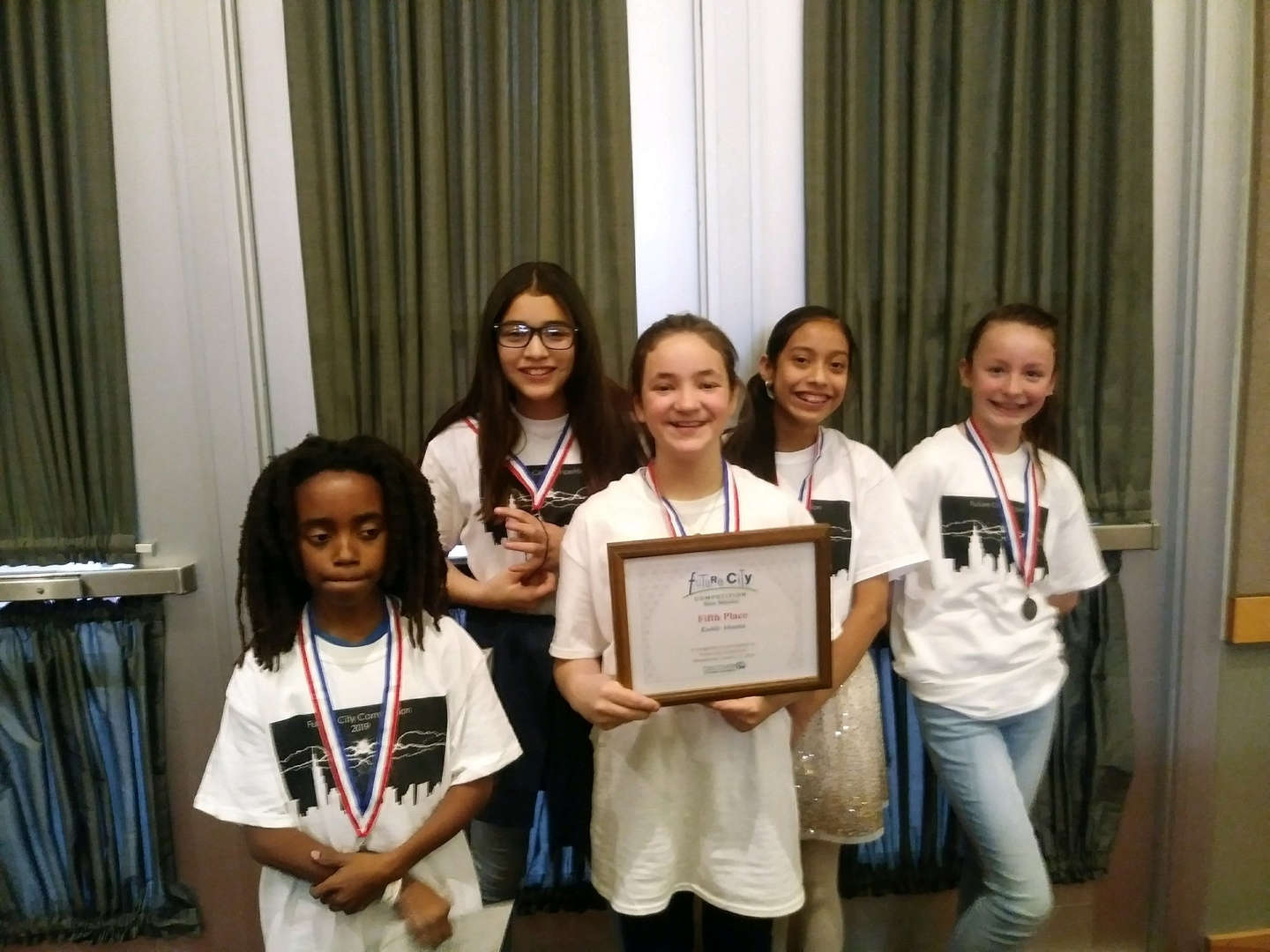 5 students with their certificate