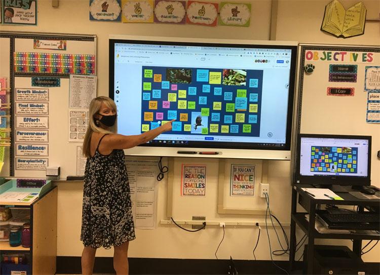 Ms. Betancourt's class discussing phenomenas using Jamboard.