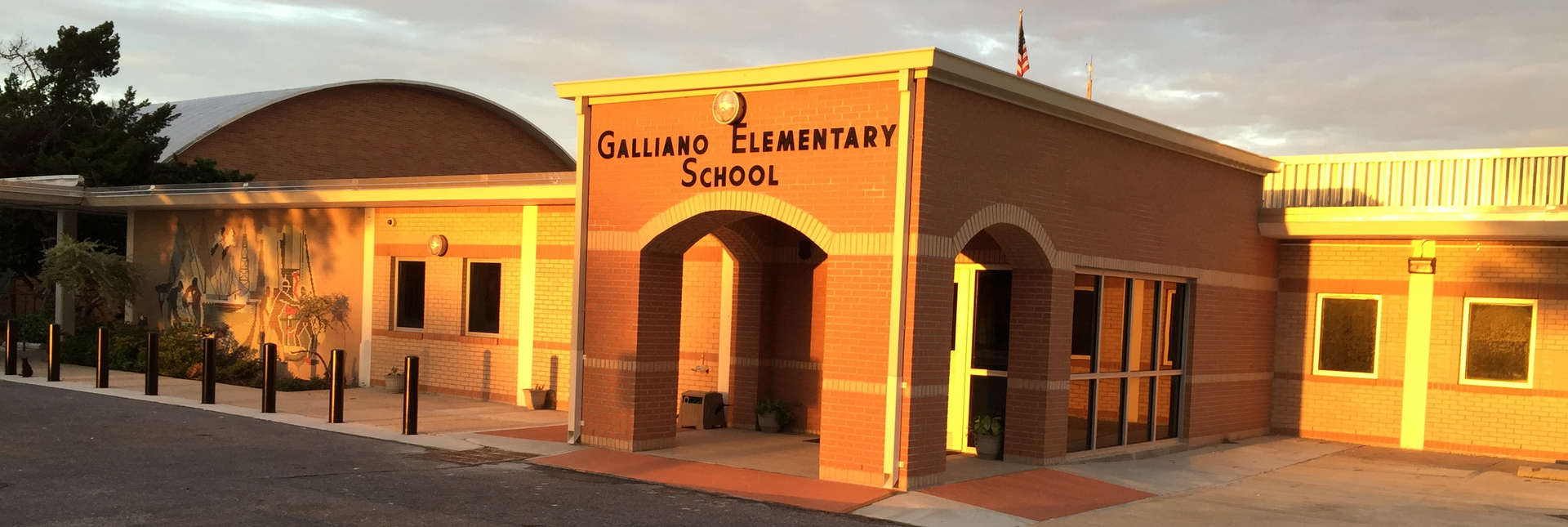 Galliano Elementary school entrance welcomes all visitors. Please sign in in the front office.