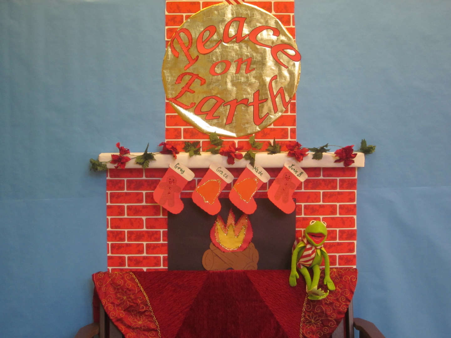Congratulations to our L!brary for winning our Annual Holiday Bulletin Board Contest.  Good wishes to all for 2017!