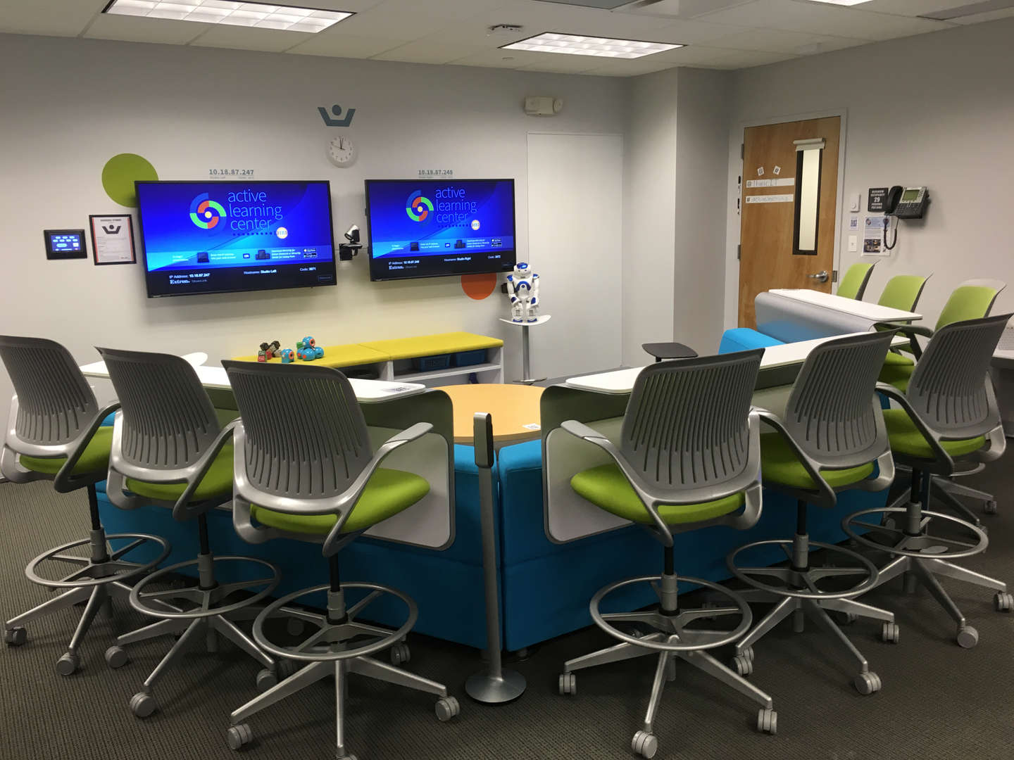 Active Learning Center Double Monitors
