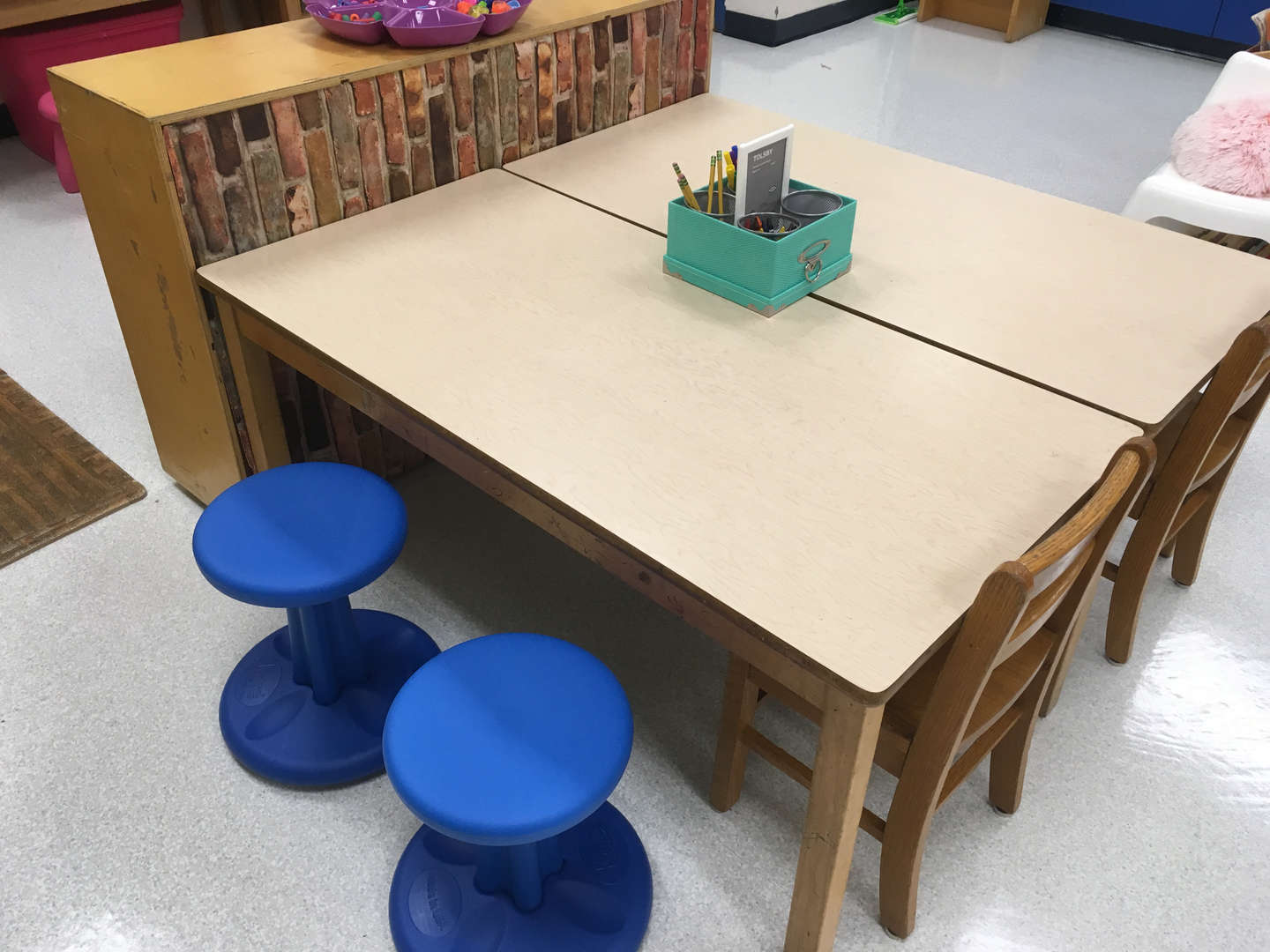 Flexible seating - swivel stools