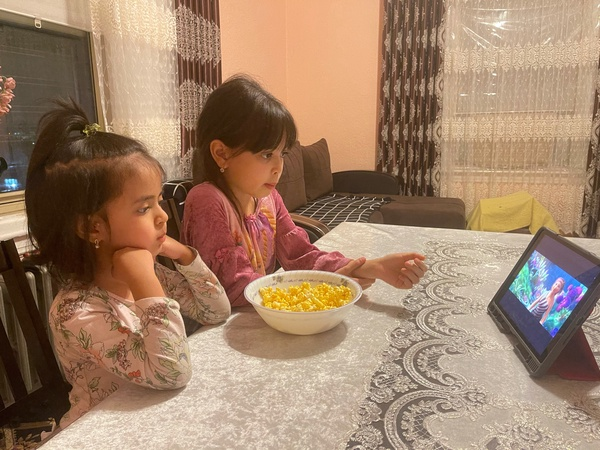 siblings watching movie and have a snack