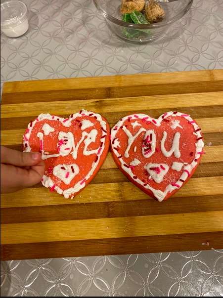 2 cookies that say love you