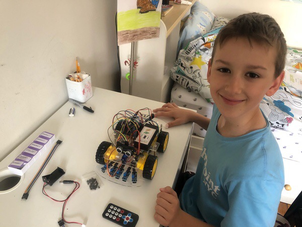 the child builds a car at his desk