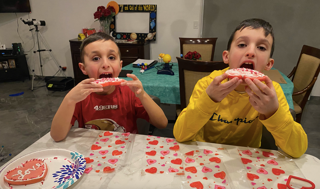 brothers eating cookies