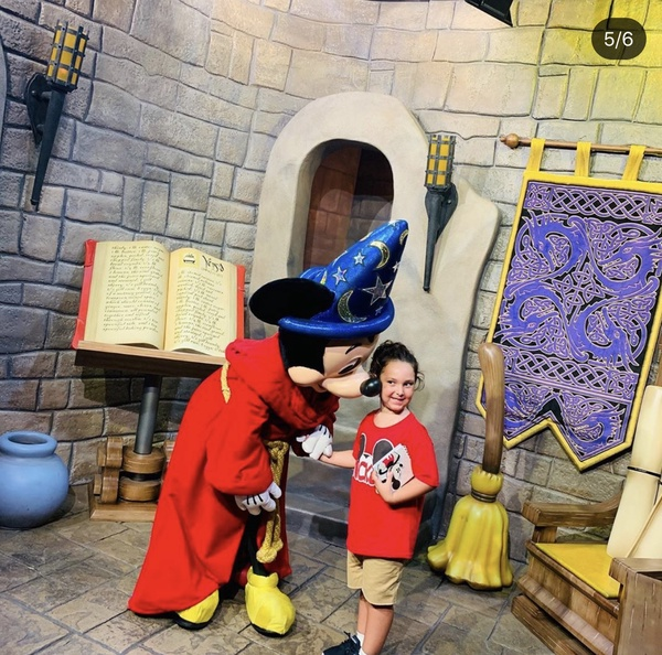 Mickey Mouse speaking to girl