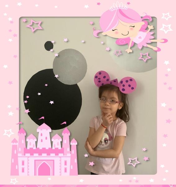 girl in Disney ears