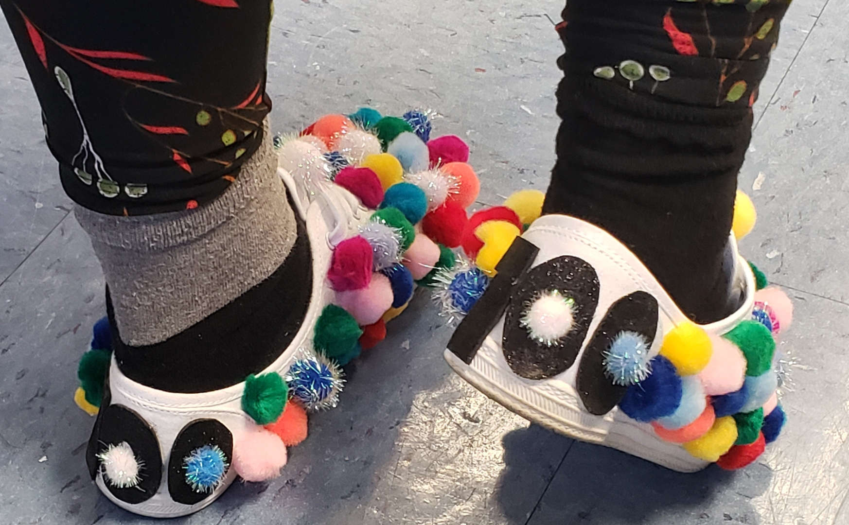 Teacher creates sneakers with 100 pompoms for the 100th day of school