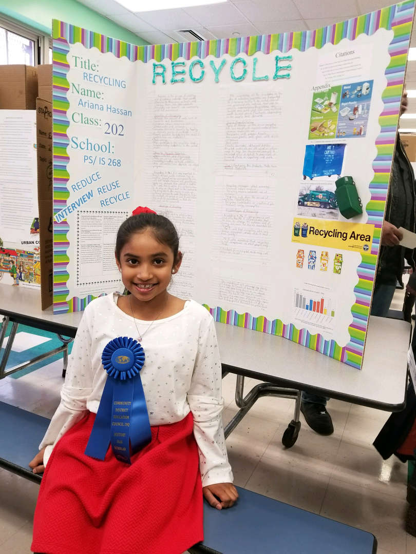 student is awarded blue ribbon for participating in history fair