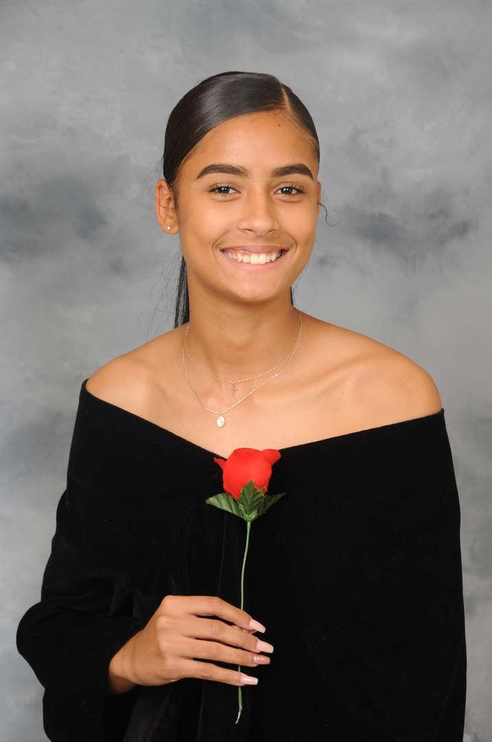 Senior Portrait of Aaliyah Delarosa