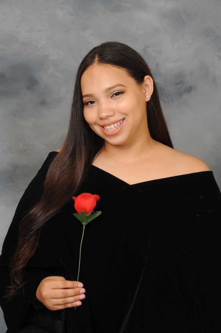 Senior Portrait of Amber Nunez