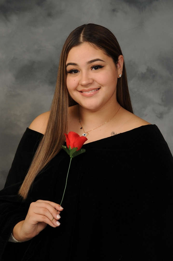 Senior Portrait of Destiny Mejia
