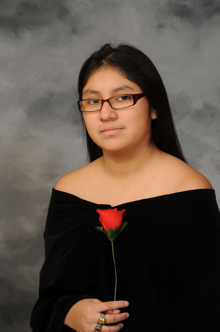 Senior Portrait of Elizabeth Ramirez