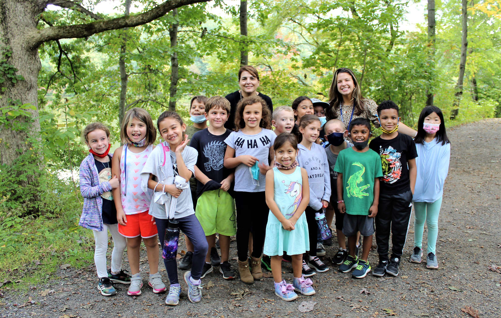 A Pocantico Hills class ends the hike with a group photo.