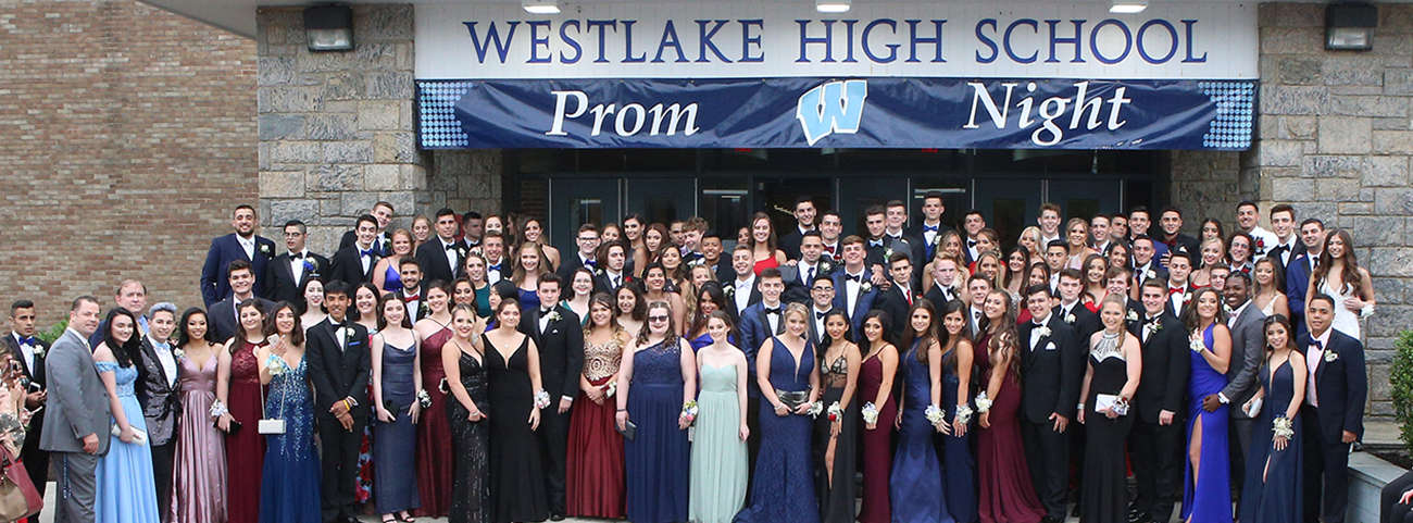 Class of 2019 poses in front of school before Senior Prom