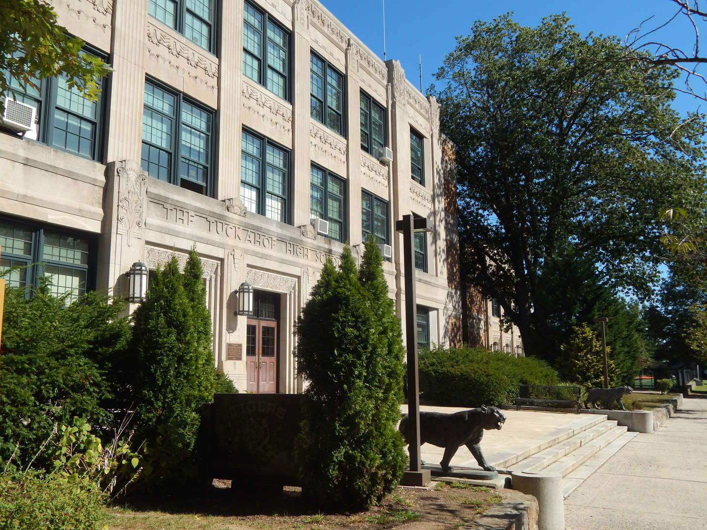 photo of Tuckahoe High School building