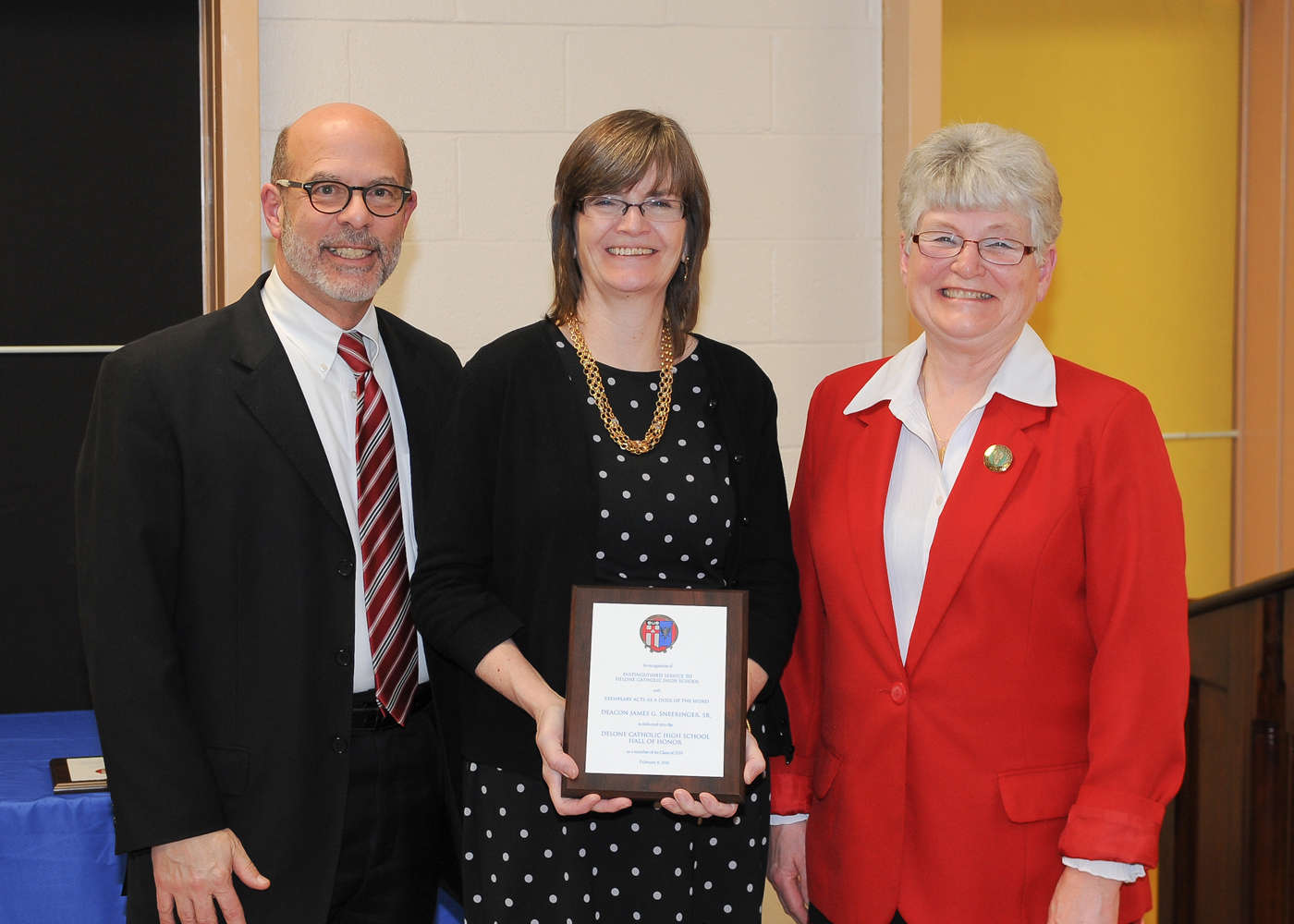 Jean M. (Sneeringer) Sedlacko '77 (center) accepts induction into the Delone Catholic Hall of Honor on behalf of her father, Deacon James G. Sneeringer, Sr.