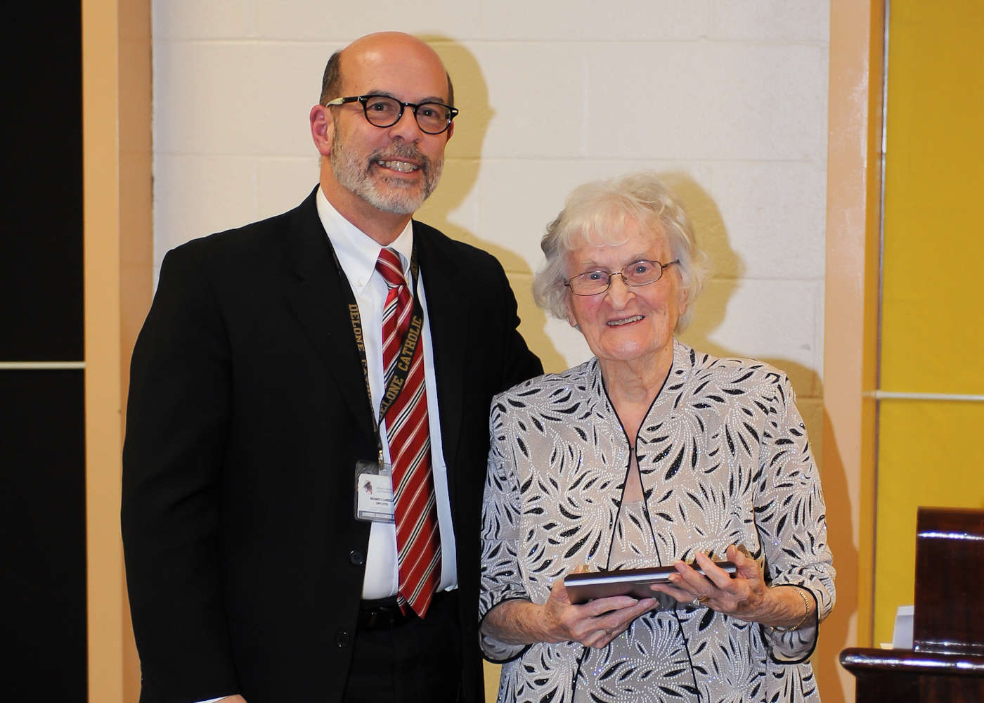 Jean M. (Sneeringer) Steinour '47 accepts induction into the Delone Catholic Hall of Honor.