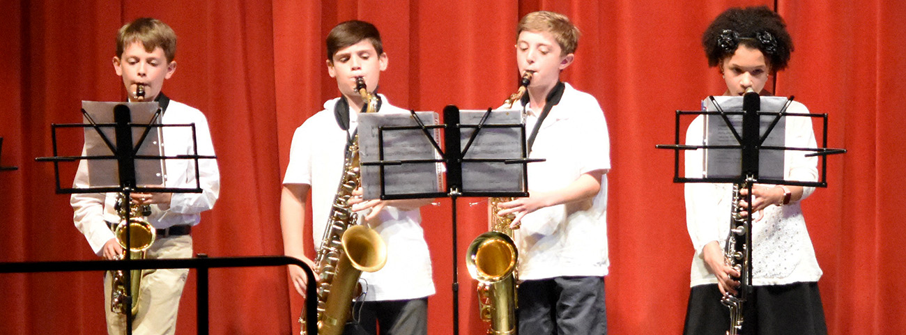 4 students play saxophone