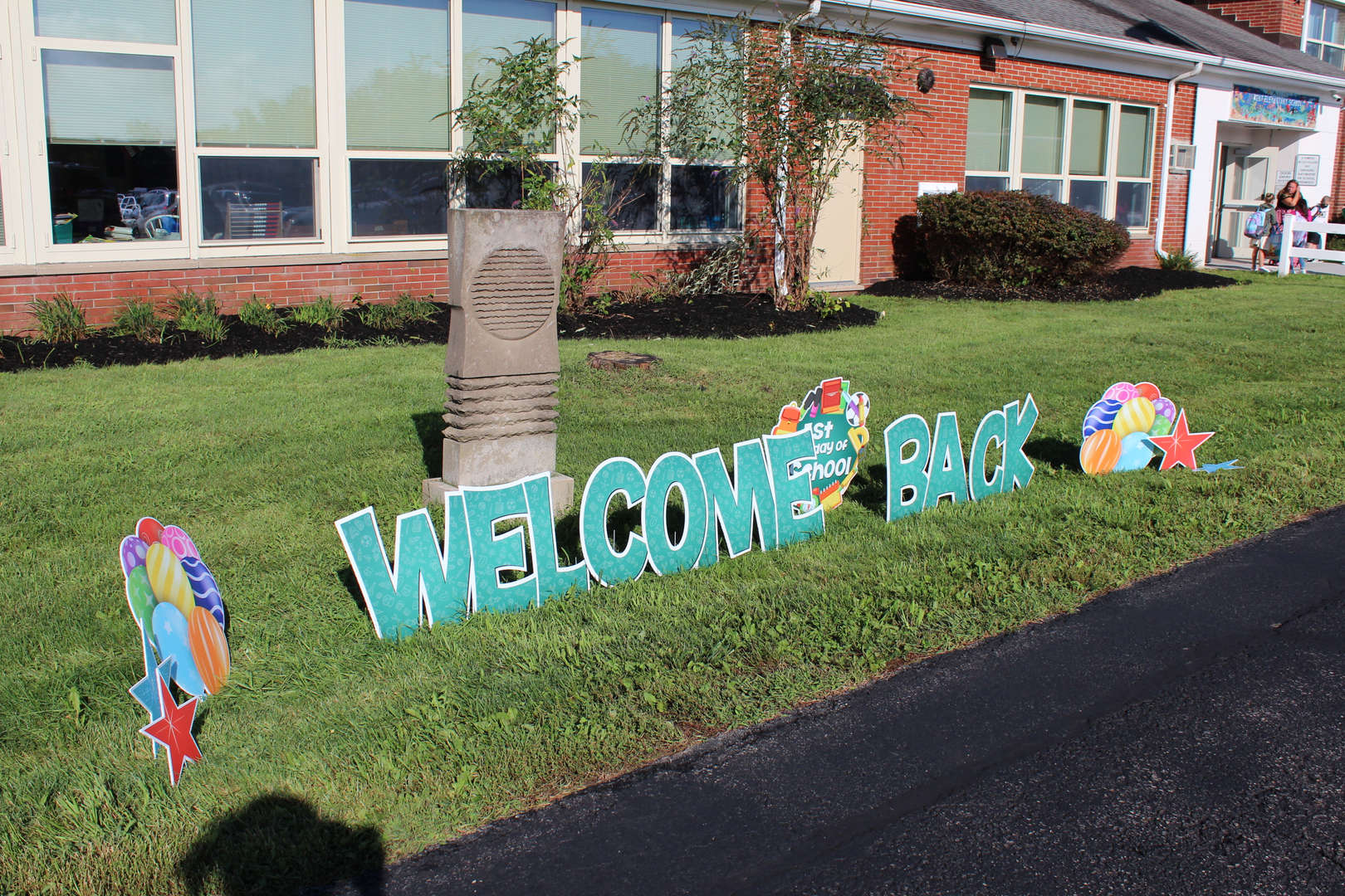 Welcome back sign on Kent Elementary front lawn.