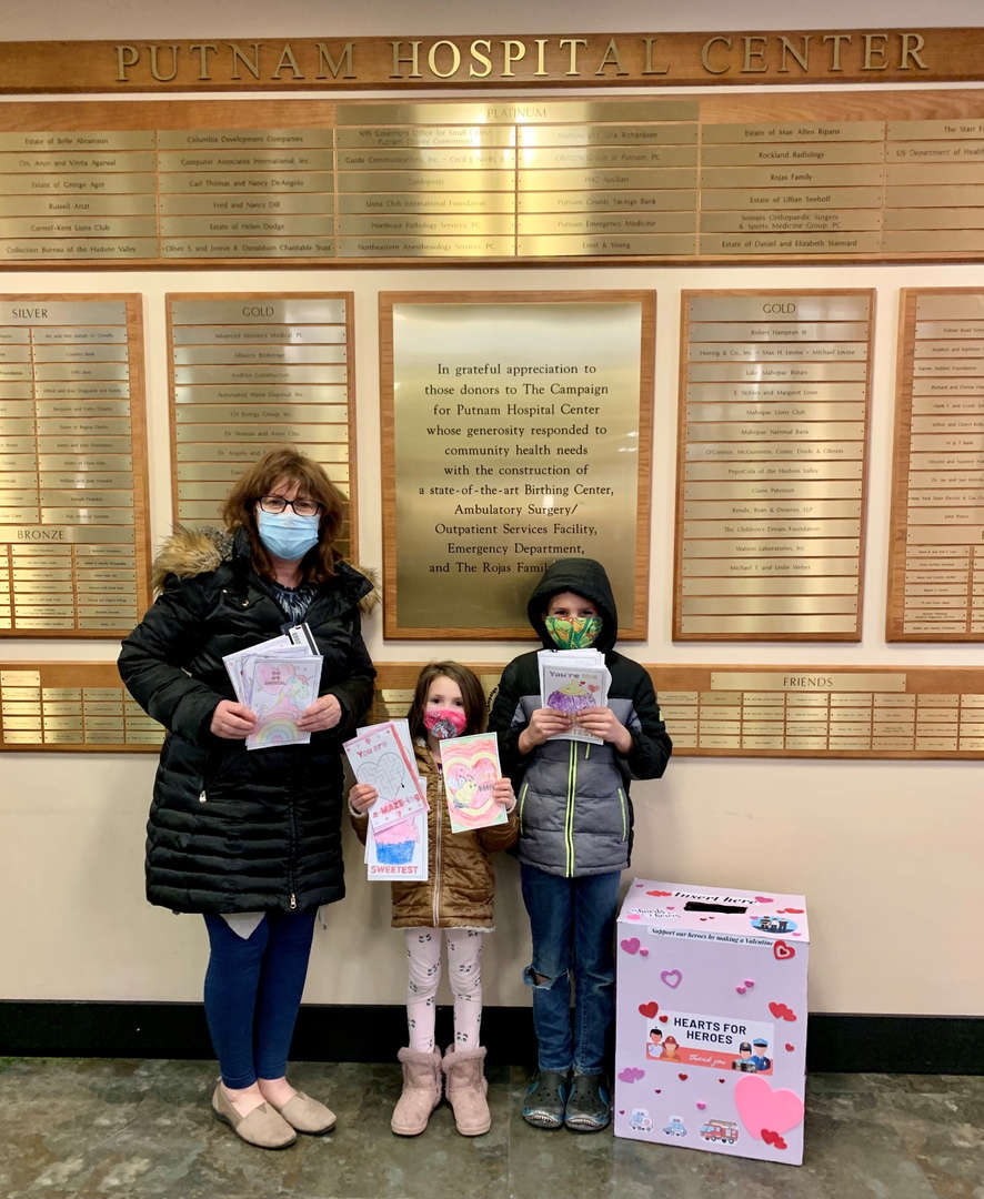 Students deliver cards to the hospital