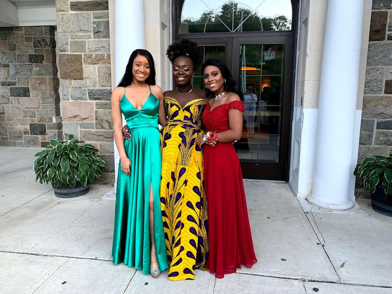 3 GIRLS PLUS GRADUATES @THE PROM