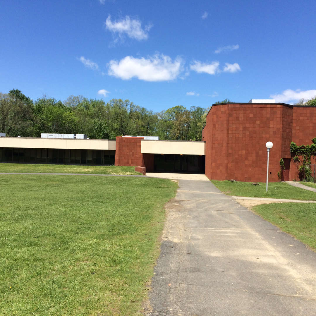 Walkway leading to the Edenwald School.