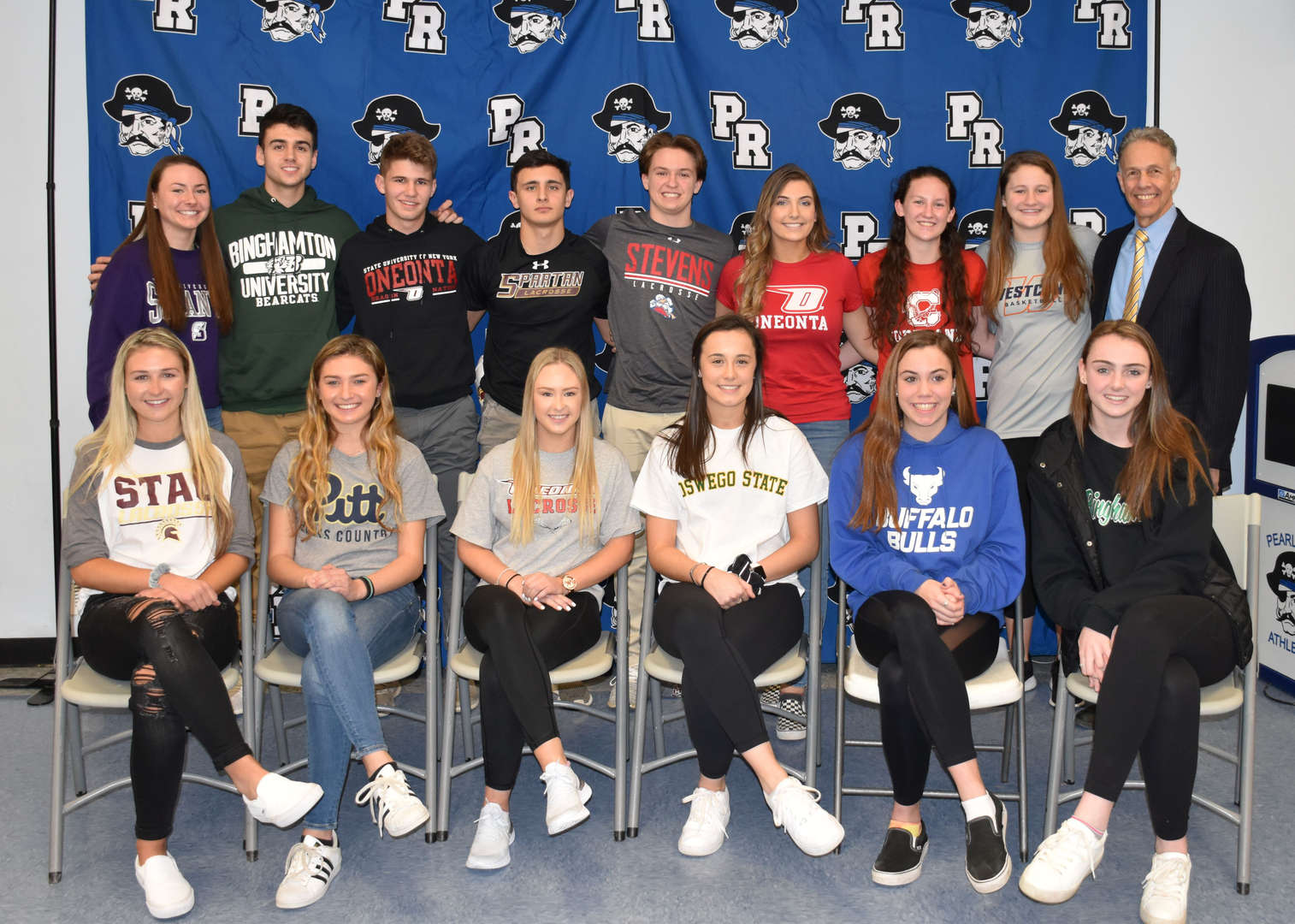 Seniors who committeed to playing sports at college