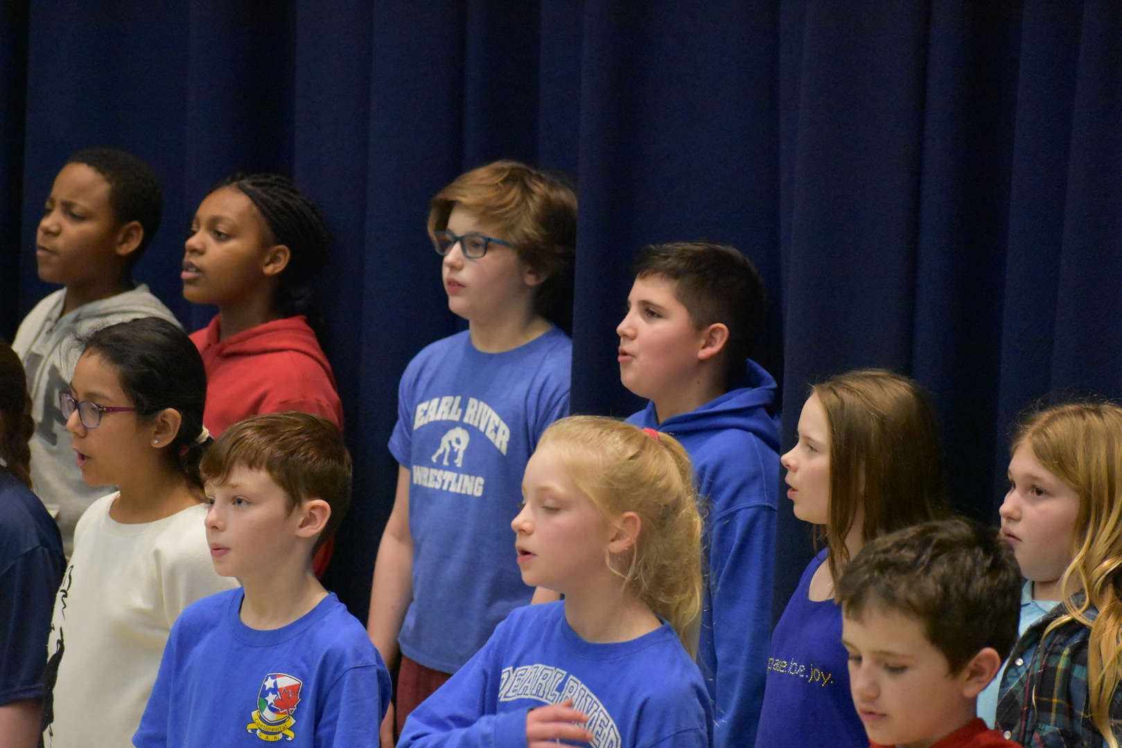 5th graders singing