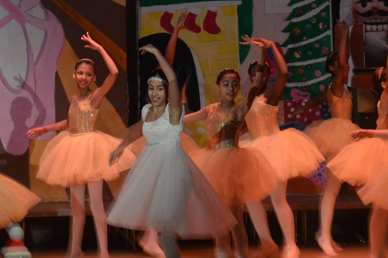 NSLA dancers performing