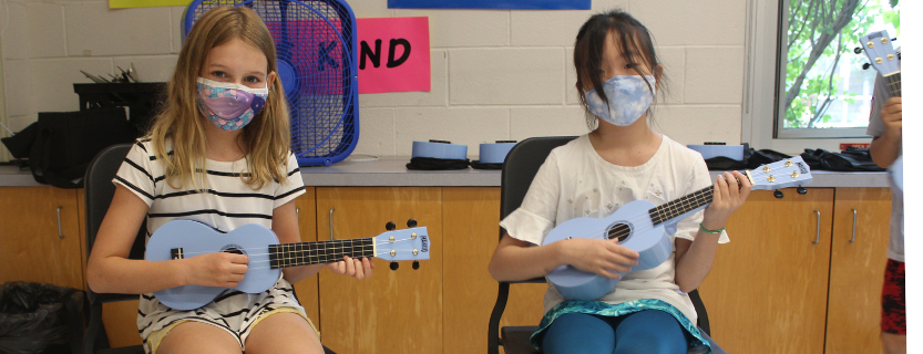 Fifth graders play the ukulele in music class!