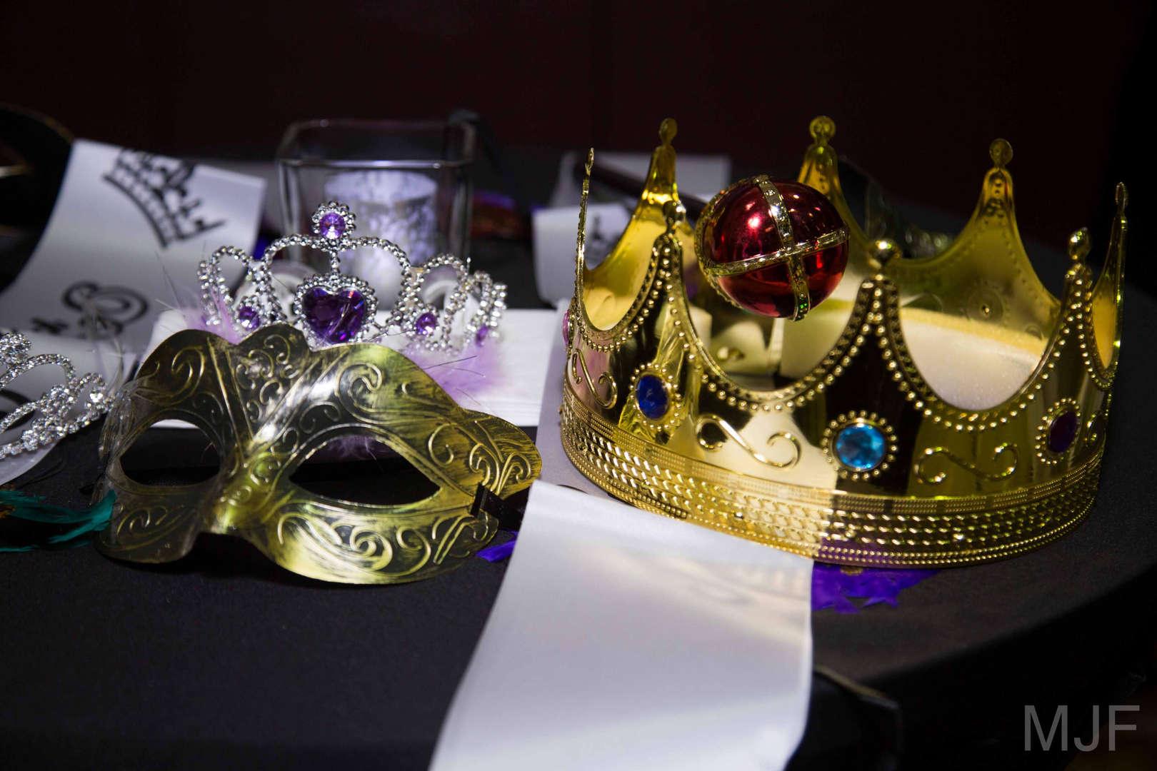 King a queen crown