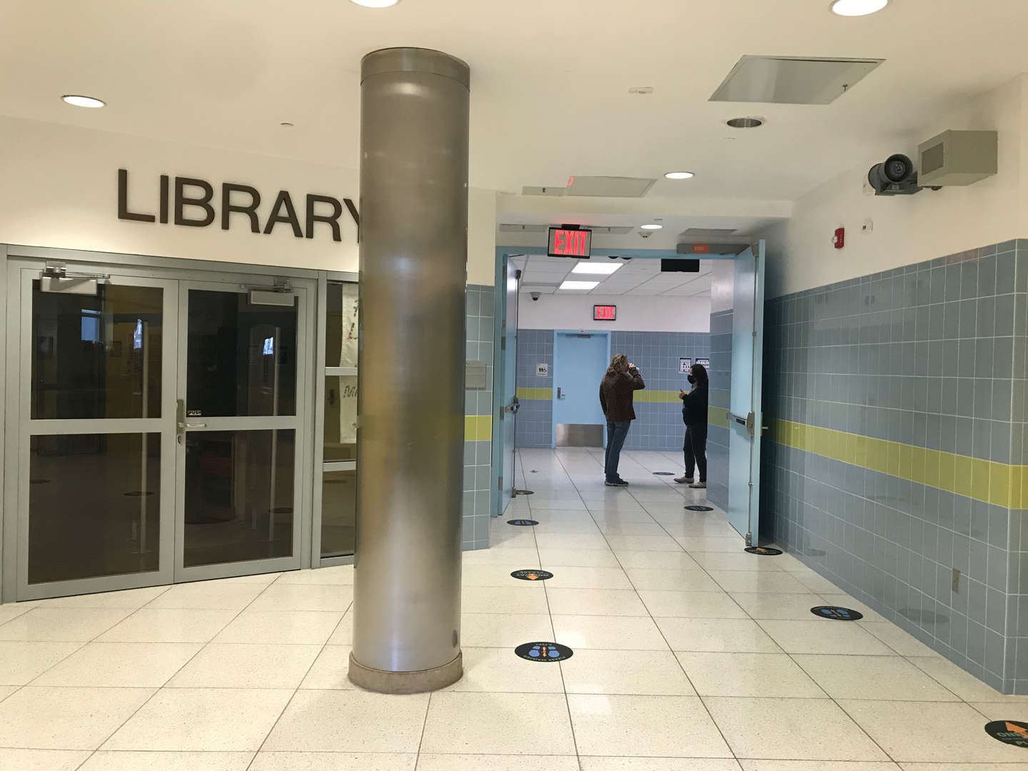 Library floor hallway in the lower lobby.